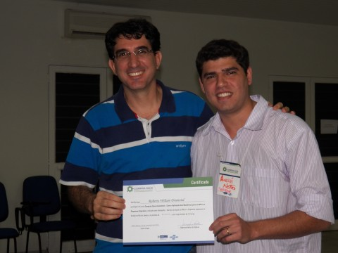 Entrega do certificado pelo Consultor André Netto